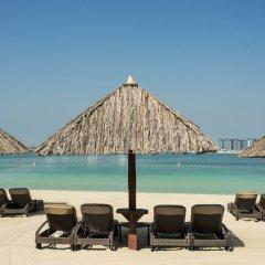 Отель Le Méridien Mina Seyahi Beach Resort & Marina пляж