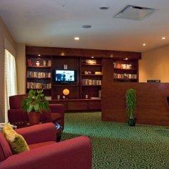 Отель Courtyard By Marriott Cancun Airport библиотека