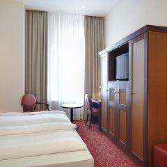 Hotel Hafen Hamburg 4* Стандартный номер двуспальная кровать фото 2