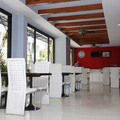 Отель PJ Patong Resortel место для завтрака фото 2