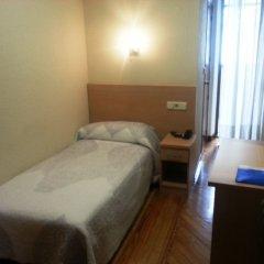 Отель Hostal Avenida Стандартный номер с различными типами кроватей