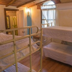 Отель Albergue La Jarilla Кровать в общем номере с двухъярусной кроватью
