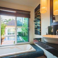 Отель Two Villas Holiday Oriental Style Layan Beach ванная фото 3