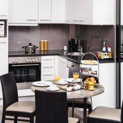 Adina Apartment Hotel Berlin CheckPoint Charlie кухня в номере фото 2