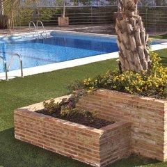 Отель TRYP Valencia Feria открытый бассейн
