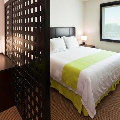 Отель Holiday Inn Express Guadalajara Iteso 2* Люкс с различными типами кроватей