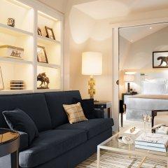 Отель Hôtel Montaigne 5* Люкс с различными типами кроватей