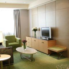 Отель Holiday Inn Macau 4* Улучшенный люкс с различными типами кроватей