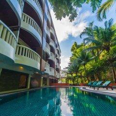 Отель Ratana Hill природный бассейн