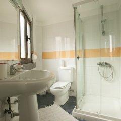Отель Ericeira Surf Camp 2* Кровать в общем номере двухъярусные кровати