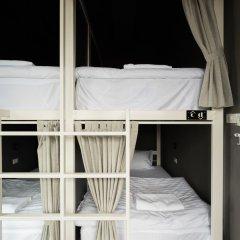 Issara by d Hostel Кровать в общем номере с двухъярусной кроватью