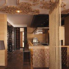 Отель Anantara The Palm Dubai Resort гостиничный бар