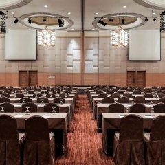 Отель Pullman Kuala Lumpur City Centre Hotel & Residences Малайзия, Куала-Лумпур - отзывы, цены и фото номеров - забронировать отель Pullman Kuala Lumpur City Centre Hotel & Residences онлайн помещение для мероприятий
