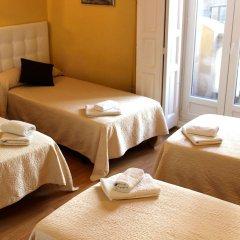 Отель Hostal Montecarlo Стандартный номер с различными типами кроватей фото 2