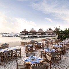 Отель Anantara The Palm Dubai Resort столовая на открытом воздухе