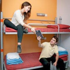 Barcelona Pere Tarrés Hostel Стандартный семейный номер с двуспальной кроватью