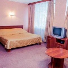 Гостиница Репинская 3* Стандартный семейный номер с двуспальной кроватью