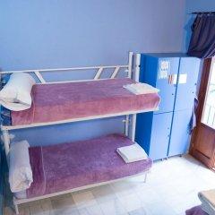 Отель White Nest Кровать в женском общем номере с двухъярусной кроватью