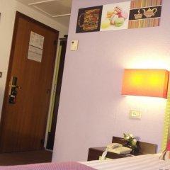 Floris Hotel Arlequin Grand-Place 3* Улучшенный номер с различными типами кроватей