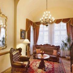 U Prince Hotel в номере