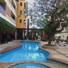 Отель La Vintage Resort бар у бассейна