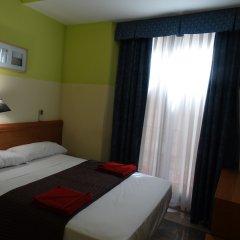 Отель Hostal Mont Thabor Улучшенный номер с различными типами кроватей