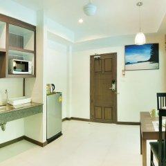 Отель Ratana Hill мини-кухня в номере