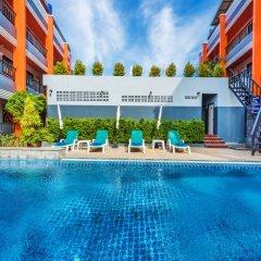 Отель Little Hill Phuket Resort бассейн