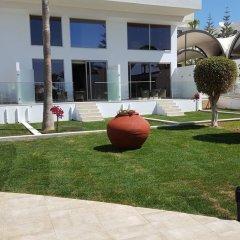 Отель Adams Beach терраса/патио