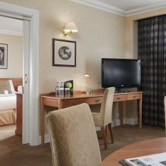 Отель Holiday Inn London Kensington Forum 4* Люкс с различными типами кроватей