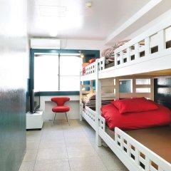 Отель Khaosan Tokyo Laboratory Кровать в общем номере фото 2