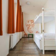 Отель Equity Point Prague Кровать в общем номере с двухъярусной кроватью