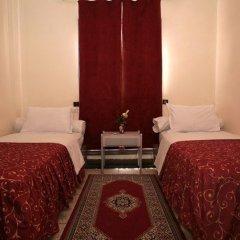 Отель Hôtel Ichbilia 2* Стандартный номер с двуспальной кроватью (общая ванная комната) фото 2