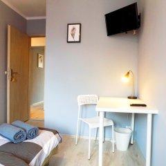 City Central Hostel Swidnicka Стандартный номер с двуспальной кроватью (общая ванная комната)