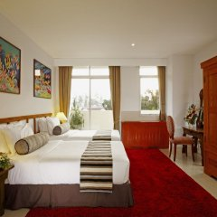 Отель Waterfront Suites Phuket by Centara Люкс с различными типами кроватей
