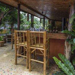Отель Again at Naiharn Beach Resort гостиничный бар