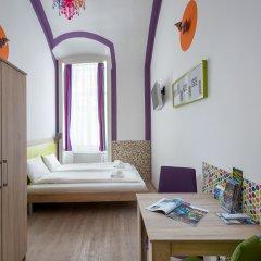 Отель Amber Gardenview Studios Студия с различными типами кроватей