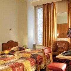 Hotel Montpensier 2* Номер с общей ванной комнатой с различными типами кроватей (общая ванная комната)