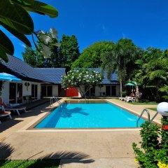 Phuket Airport Hotel открытый бассейн