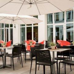 Adina Apartment Hotel Berlin CheckPoint Charlie столовая на открытом воздухе