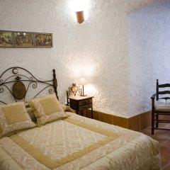 Отель Cuevalia. Alojamiento Rural en Cueva 3* Коттедж с различными типами кроватей