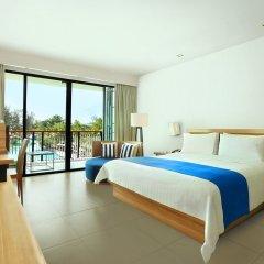 Отель Holiday Inn Resort Phuket Mai Khao Beach 4* Номер Делюкс двуспальная кровать