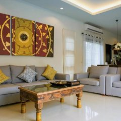 Отель Two Villas Holiday Oriental Style Layan Beach гостиная