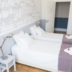 Отель Lisbon Check-In Guesthouse 3* Стандартный номер с двуспальной кроватью (общая ванная комната)
