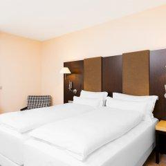 NH Geneva Airport Hotel 4* Стандартный номер с различными типами кроватей