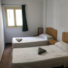 Отель Hostal Casa De Huéspedes San Fernando - Adults Only Стандартный номер с 2 отдельными кроватями (общая ванная комната)