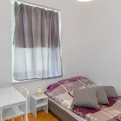 Отель Metro Centrum Guest Rooms 2* Номер категории Эконом с двуспальной кроватью
