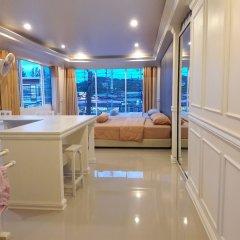 Отель Phuket Airport Suites & Lounge Bar - Club 96 Люкс с различными типами кроватей фото 2