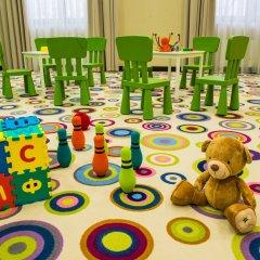 AZIMUT Hotel FREESTYLE Rosa Khutor закрытая детская игровая площадка