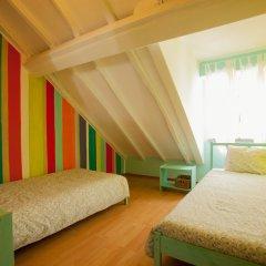 Отель Ericeira Surf Camp 2* Стандартный номер 2 отдельными кровати (общая ванная комната)